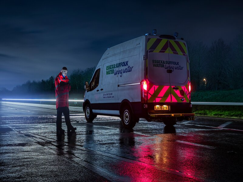 Ford helps roadside workers stay safe with pioneering Illuminated Rear Panels for vans