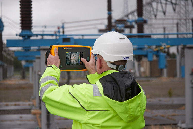 New Fluke ii910 Precision Acoustic Imager detects electrical discharge